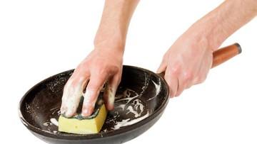 4 Cara Tepat Membersihkan Teflon