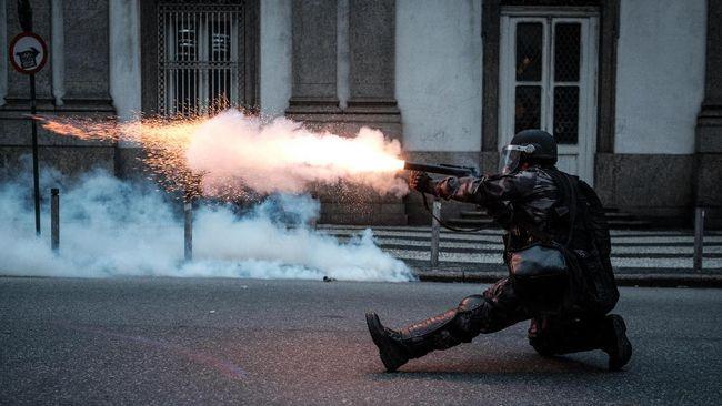 Setidaknya 25 orang tewas dalam penyerbuan polisi terhadap kawasan kumuh yang dihuni pengedar narkoba di Rio de Janeiro, Brasil.
