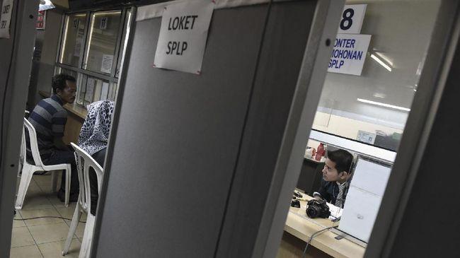 KBRI Kuala Lumpur ditutup hingga Jumat (4/12) karena ada penyemprotan desinfektan usai beberapa pegawainya terinfeksi Covid-19.