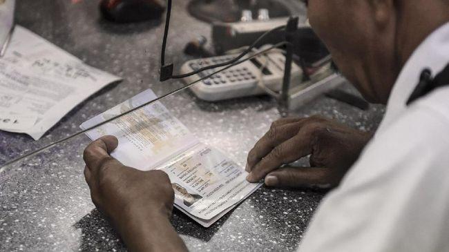Ranti diberangkatkan ke Qatar selepas SMP di usia 16 tahun. Selama 13 tahun di Qatar dia hanya sempat mengirim surat soal tak bisa pulang karena tak punya uang.