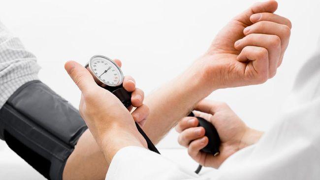 Supaya terhindar dari stroke seseorang dianjurkan untuk memberi perhatian lebih pada kelebihan berat badan, hindari alkohol, merokok, dan pola makan tak sehat.