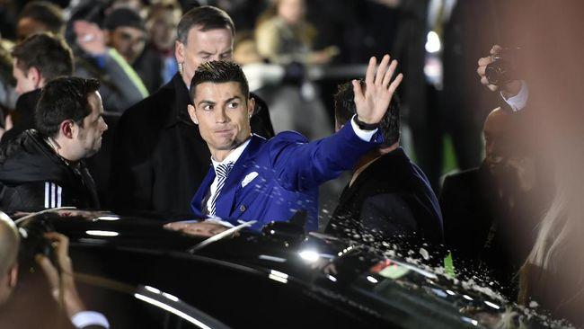 Berikut ini lima mobil termahal yang dimiliki bintang sepak bola mulai dari Cristiano Ronaldo, Karim Benzema, hingga Pierre-Emerick Aubameyang.