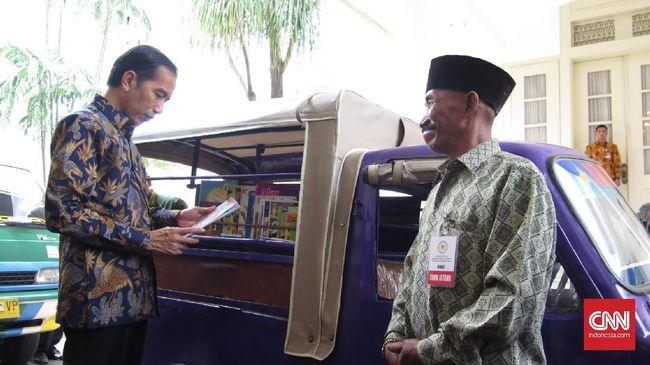 Sekantong tas berat berisi buku dari Jokowi disebut bukan hanya sekedar oleh-oleh, melainkan lambang dari hal lain yang akan dilakukan Presiden.