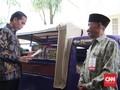 Oleh-Oleh dan Kecintaan Jokowi terhadap Buku