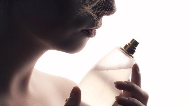 Di samping bunga dan cokelat, parfum kerap jadi pilihan kado di Hari Valentine. Sebelum menyesal karena memilih parfum yang salah, ikuti tiga langkah berikut.