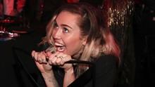 Miley Cyrus Mengaku Pernah Dikejar UFO