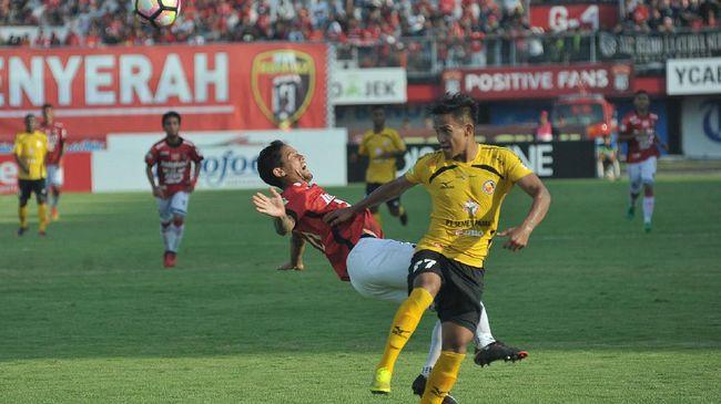 Kapten Semen Padang Hengki Ardiles mendorong PSSI dan PT Liga Indonesia Baru untuk memberikan edukasi medis kepada para pemain di Indonesia.