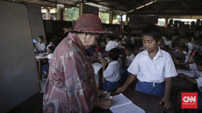 Hari Guru Sedunia diperingati setiap 5 Oktober. Kali ini, 'hak atas pendidikan berarti hak atas guru berkualitas' menjadi tema yang dipilih.