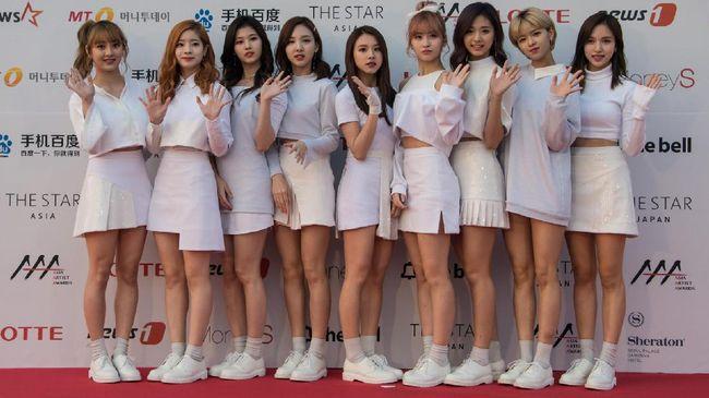 Agensi JYP Entertainment menyebut Mina mengalami kegelisahan dan gangguan cemas yang parah sehingga tak dapat tampil di atas panggung.