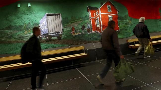 Selama lebih dari 50 tahun, puluhan stasiun kereta bawah tanah di kota Stockholm, Swedia, menjelma menjadi pameran karya seni ratusan seniman.