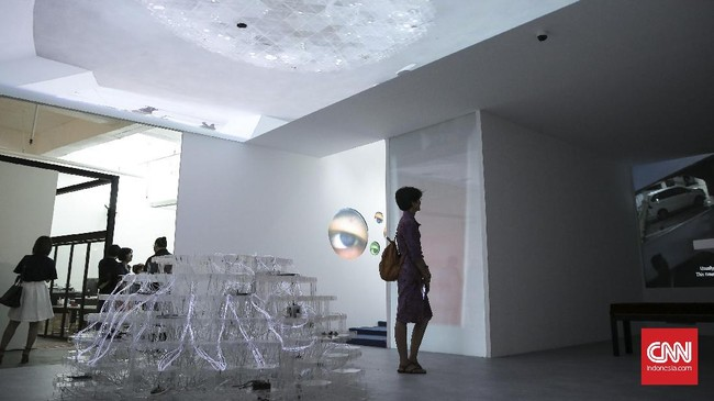 Seniman Tintin Wulia menampilkan proyek tunggal bernama '1001 Martian Homes' dalam pameran seni rupa Venice Art Biennale ke-57 mulai 13 Mei - 26 November 2017.