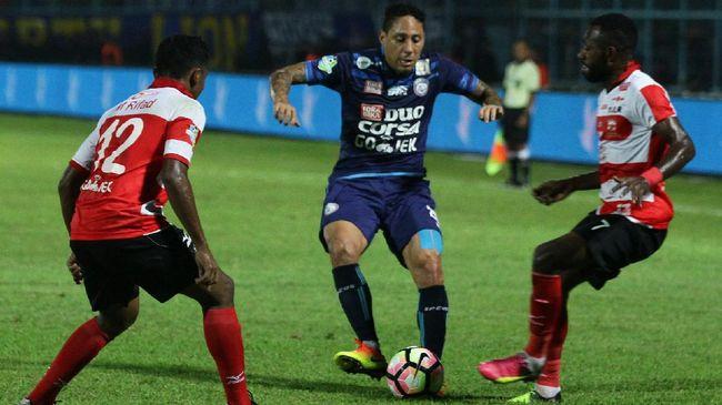 Pelatih Arema Aji Santoso merasa kecewa dengan mental pemain marquee Singo Edan, Juan Pablo Pino. Ia menilai pemainnya itu tidak punya semangat juang.