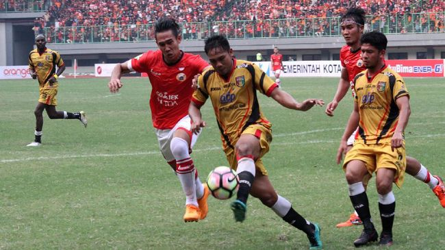 Pemain belakang Ryuji Utomo kembali membela Persija Jakarta untuk kompetisi Liga 1 2019 setelah merumput di Liga 2 Thailand.