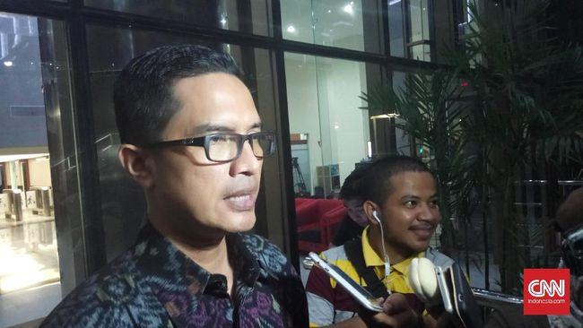 KPK mengagendakan pemeriksaan dua saksi dari Kemenkeu terkait dugaan gratifikasi Rp8 miliar yang diterima Politikus Golkar Bowo Sidik Pangarso.