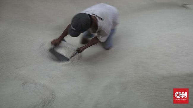 Pemerintah akan mengimpor beras, gula dan kedelai demi memenuhi permintaan yang diperkirakan meningkat saat Ramadan.