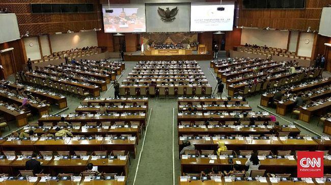 Puan Maharani resmi menjadi Ketua DPR periode 2019-2024. Hal itu ditetapkan dalam rapat paripurna perdana DPR. Jakarta. Selasa 1  Oktober 2019.CNN Indonesia/Andry Novelino