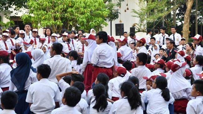 Kementerian Keuangan menyatakan anggaran pendidikan 2018 adalah Rp440,9 triliun. Ini guna meningkatkan kualitas guru serta pendidikan vokasi.