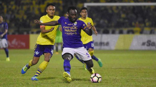 Klub Liga Super Yunani, Panathinaikos, terpaksa membayar utang gaji ke eks Persib Bandung, Michael Essien, demi terhindar dari degradasi.