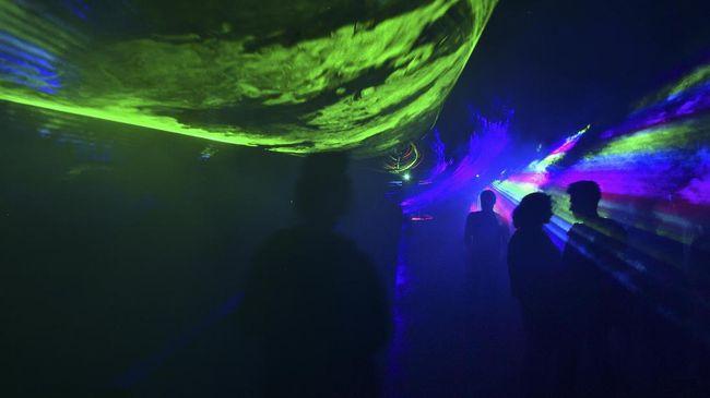 Tim produksi film Matrix 4 diduga memanfaatkan lokasi syuting di Berlin, Jerman, menjadi tempat pesta.