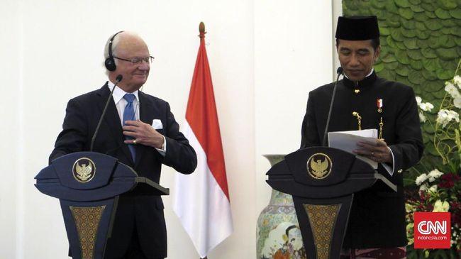 Alat pendengar untuk menerjemahkan bahasa milik Raja Swedia tak berfungsi saat Jokowi memberi keterangan. Jokowi sempat menghentikan pidato beberapa saat.
