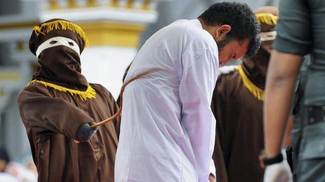 Aparat Penegak Syariat Islam menelusuri komunitas LGBT usai penggerebekan pasangan LGBT di sebuah kamar kos di Banda Aceh.