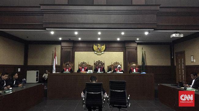 Tiga petinggi Simar Mas divonis satu tahun delapan bulan penjara terkait suap DPRD Kalteng. Vonis ini lebih ringan dari tuntutan jaksa 2,5 tahun penjara.