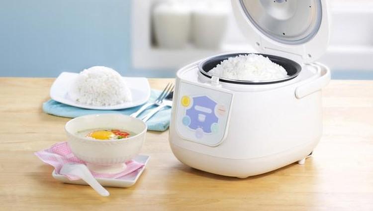 Bunda yang biasa memasak nasi pakai rice cooker, perlu banget tahu nih langkah aman membersihkan panci rice cooker agar tetap higienis.