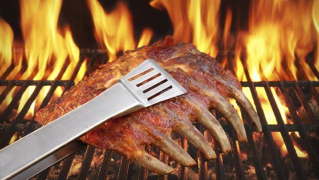 Koki ahli barbeque Brasil Aldecy Bastos mengungkapkan beberapa trik untuk membuat daging panggang dan steak yang nikmat dan sempurna.