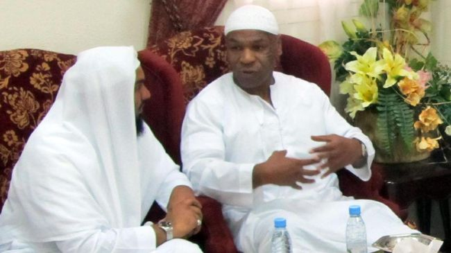 Former boxing champion Mike Tyson (R), who converted to Islam while in jail in the 1990s, talks to a Saudi official during his visit to the Islamic University in the holy city of Medina in Saudi Arabia on July 3, 2010. Tyson, who was world heavyweight champion from 1986 to 1990, arrived on July 2 in Medina with the Canadian Dawa Association for the umrah, or minor pilgrimage, according to the Saudi media. ==RESTRICTED TO EDITORIAL USE === AFP PHOTO/STR / AFP PHOTO