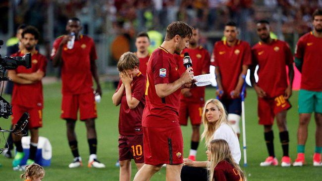 Kevin Strootman yakin dengan kemampuan yang dimiliki Francesco Totti, Pangeran Roma itu sejatinya masih mampu bermain hingga lima musim ke depan.