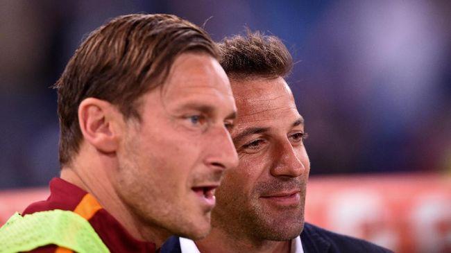 Francesco Totti akhirnya gantung sepatu di usia 40. Perdebatan klasik mencuat lagi seiring pensiunnya Totti yakni perbandingan dirinya dan Del Piero.