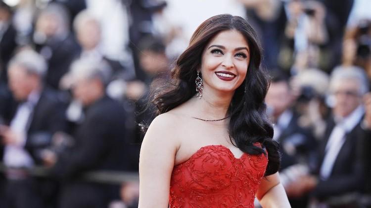 Meski berusia 45 tahun, aktris Bollywood Aishwarya Rai terlihat awet muda. Hmm.. apa ya rahasianya?
