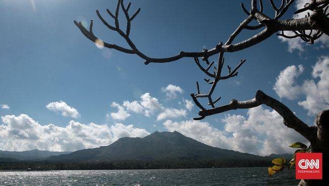 Di era digital, sesungguhnya sukar menemukan foto dan promosi resmi tempat-tempat wisata Indonesia yang terbentang dari Sabang hingga Merauke.