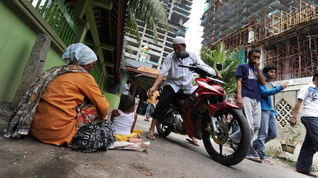 Dinas Sosial mengerahkan ratusan petugas untuk memantau keberadaan gelandangan dan pengemis yang biasanya marak saat Ramadan di Jakarta.