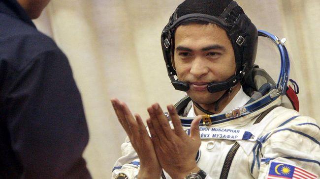 Astronaut terus menemukan cara untuk bisa berkomunikasi dengan orang di bumi.