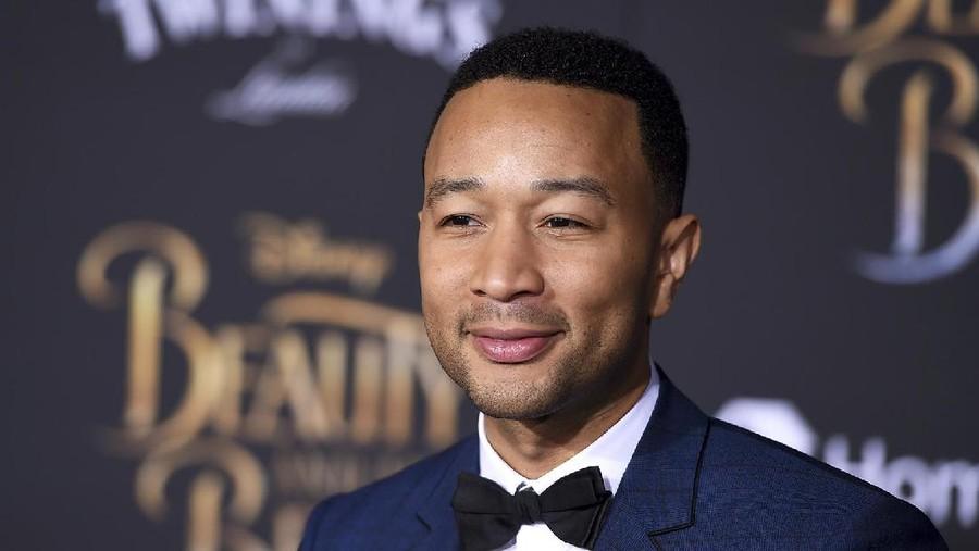 Komentar John Legend Soal Sulitnya Ganti Popok Anak di Tempat Umum