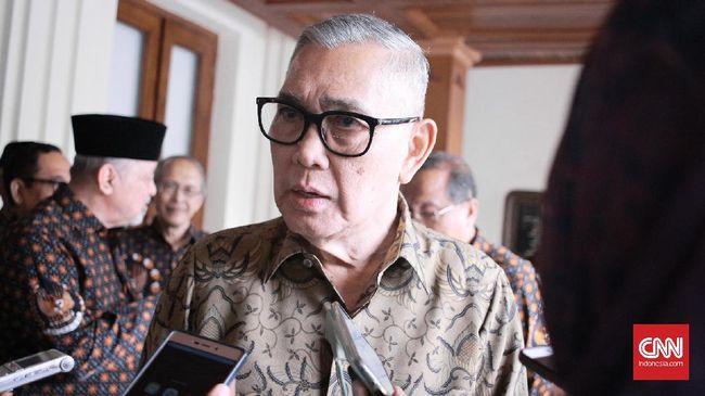 Wakil Presiden ke-6 Try Sutrisno mengatakan dirinya bangga dan mendukung pemutaran kembali film G30S/PKI agar prajurit TNI mengetahui hal sebenarnya soal PKI.