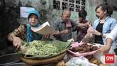 Puluhan pedagang musiman selalu meramaikan pasar Bendungan Hilir (Benhil) dan Kebon Kacang dengan beragam makanan berbuka puasa saat Ramadan tiba.