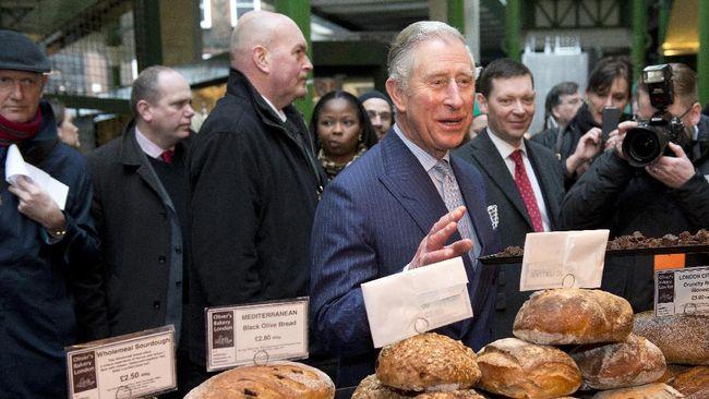 Pangeran Charles mengalami gajala ringan dan masih dalam kondisi sehat.