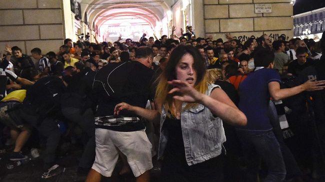 Sebuah ledakan dilaporkan terjadi di arena pusat kota Turin yang digunakan oleh para pendukung Juventus untuk menyaksikan tim mereka di final Liga Champions.