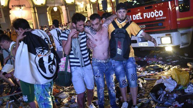 Setidaknya 1000 orang terluka dan tujuh diantaranya luka parah, usai sebuah ledakan keras memicu kepanikan di Piazza San Carlo, Turin, Sabtu (3/6).