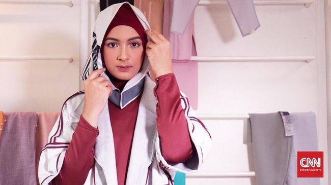 Merawat rambut bagi yang mengenakan hijab atau jilbab butuh trik khusus agar rambut tidak cepat rusak karena 'tertutup' sepanjang hari.