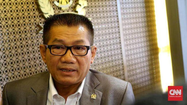 Politikus senior Golkar Agun Gunandjar Sudarsa meramaikan bursa calon Ketua Umum usai resmi menyatakan diri bakal maju mencalonkan diri.