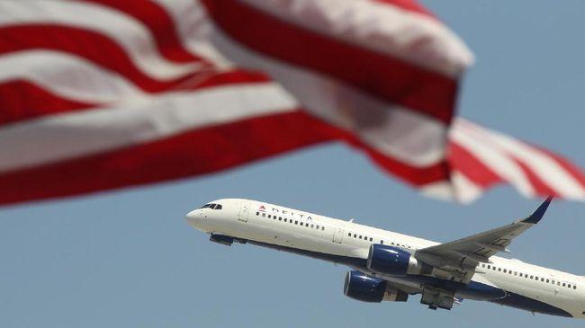 Pendapatan American Airlines dan Southwest Airlines anjlok hingga lebih dari 80 persen karena terpukul pandemi virus corona.
