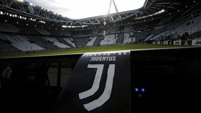 Juventus merilis kostum baru untuk musim 2017/2018. Dalam kostum bergaya klasik tersebut, logo baru Juventus juga digunakan.