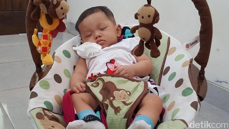 Bayi juga bisa diajari untuk tidur dengan disiplin, lho. Yuk, intip caranya!