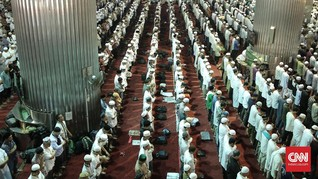 Ribuan Jemaah Salat Gerhana di Masjid Istiqlal