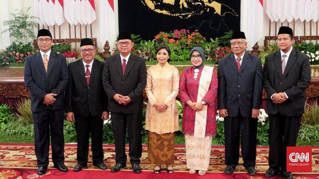 Tujuh anggota DKPP periode 2017-2022 dilantik di Istana Negara. Mereka akan bertugas mengadili dugaan pelanggaran etik penyelenggara atau pengawas pemilu.