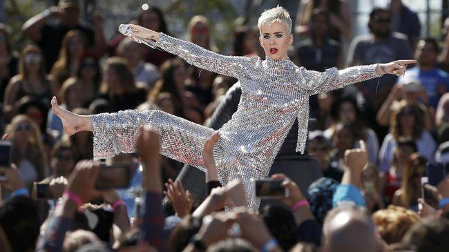 Setelah promosi habis-habisan, Katy Perry akhirnya memperoleh hasil baik dari albumnya yang terbaru, 'Witness'. Album itu jadi yang terlaris di tangga album.