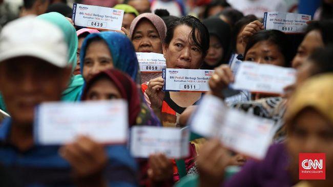 Bakti Sosial Alumnni UGM Pendukung Jokowi-Amin diklaim bukan bentuk politik uang karena mensyaratkan pembelian kupon sembako Rp15 ribu dan tanpa foto paslon.